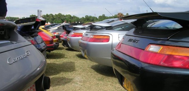 A big butt, a mouth of a shark and frog-eyes, that's how the Porsche928 looks…and that's why I love it so much! For a car...